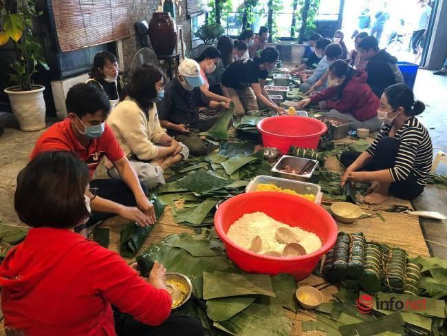 Tặng cả con lợn, gạo nếp, người Đà Nẵng xin nghỉ làm, nhóm lửa nghĩa tình gửi bánh về vùng lũ