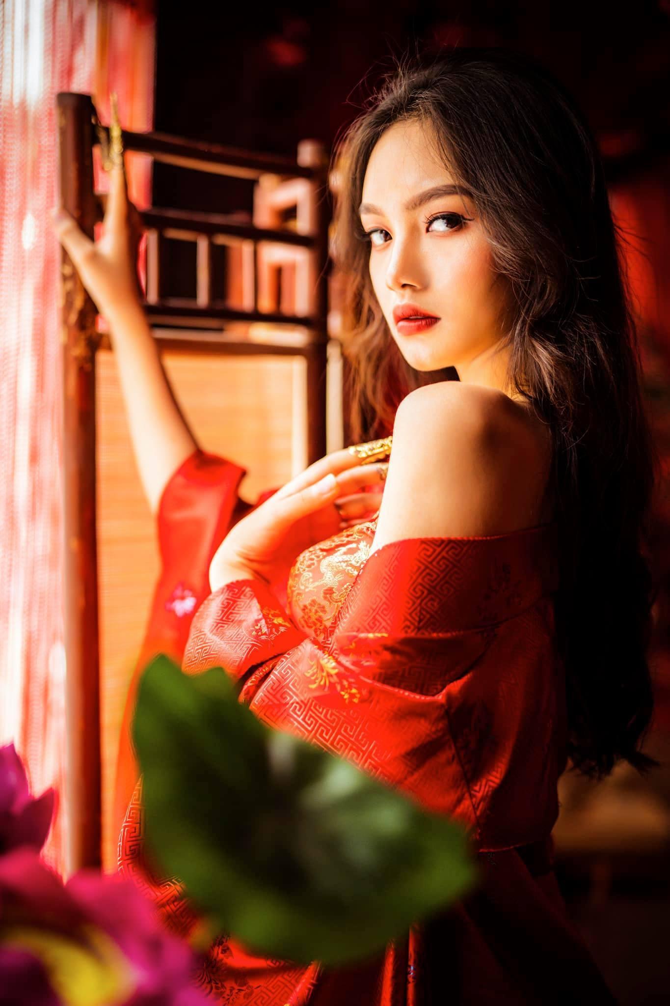 """Thí sinh Hoa hậu Việt Nam chiều cao """"khủng"""" bị sắp xếp lấy chồng năm 17 tuổi"""