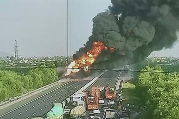 Cháy xe bồn trên cao tốc Hà Nội – Hải Phòng