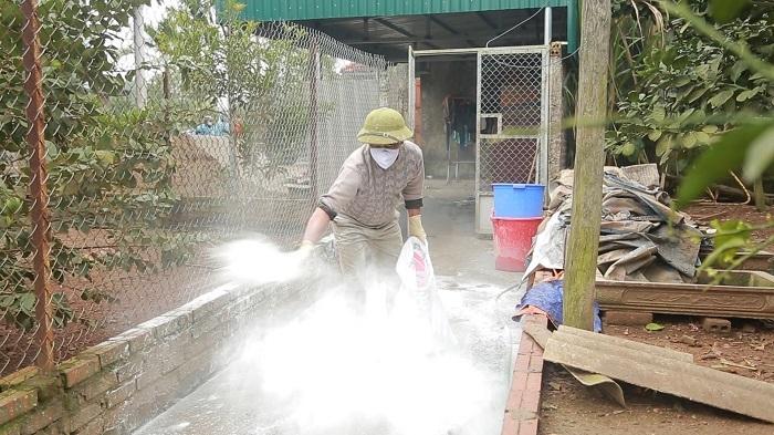 Quảng Ninh đẩy mạnh tiêm phòng, khủ trùng, tiêu độc chuồng trại ngăn dịch bệnh cho gia cầm