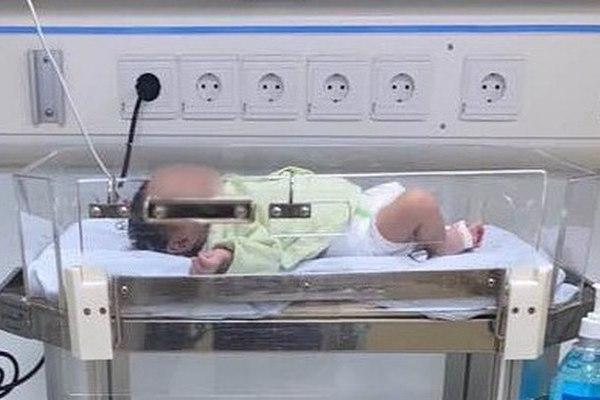 Bé 16 ngày tuổi nhập viện trong tình trạng nặng vì thói quen của người lớn 'hôn hít trẻ'