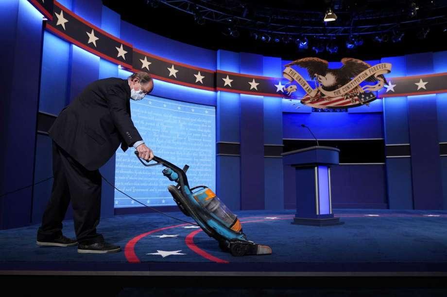 Những hình ảnh về cuộc 'đối đầu' trực tiếp cuối cùng Trump-Biden