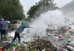 Rác thải ùn ứ bủa vây nhiều con phố Hà Nội