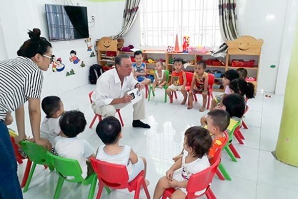 """Phương án điền vào """"ô trống"""" giáo viên khi cho trẻ mầm non làm quen tiếng Anh"""