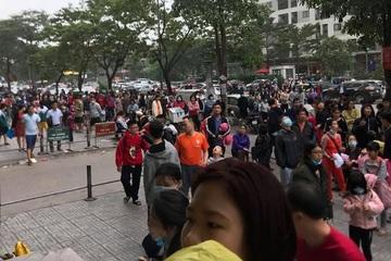 Cháy chung cư HH Linh Đàm, hàng nghìn cư dân rầm rập đổ xuống tầng 1 thoát hiểm