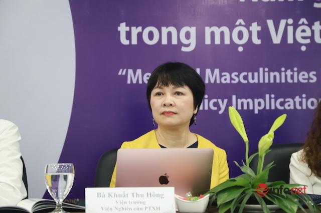 Chuẩn mực 'đàn ông đích thực' đè nặng lên vai nam giới Việt Nam