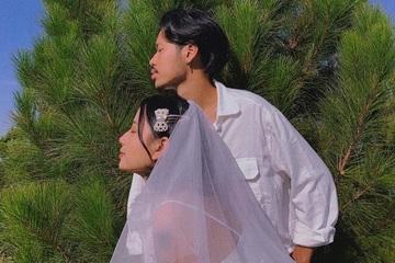 """Ảnh cưới """"siêu"""" lãng mạn tự chụp bằng tripod của cặp đôi 2222 ngày yêu nhau"""