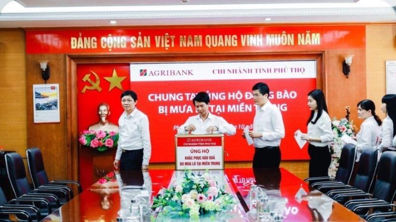 Agribank ủng hộ hơn 15 tỷ đồng cùng các tỉnh miền Trung khắc phục thiên tai