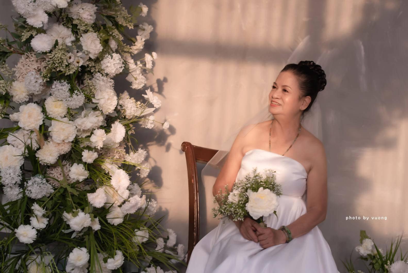 Cháu trai chụp ảnh bà ngoại 72 tuổi thành cô dâu xinh đẹp nhất và câu chuyện cảm động phía sau