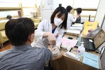 Hàn Quốc vẫn nói vắc-xin cúm an toàn dù 72 người đã tử vong