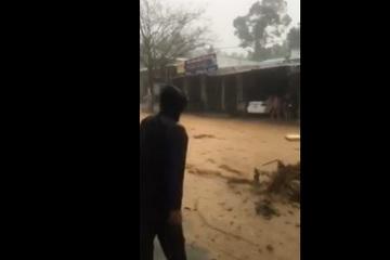Clip: Nước lũ kinh hoàng ở Quảng Nam, cuốn phăng 1 người trên đường