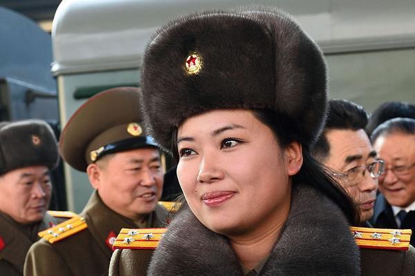 Xuất hiện người phụ nữ 'vượt mặt' em gái ông Kim Jong-un