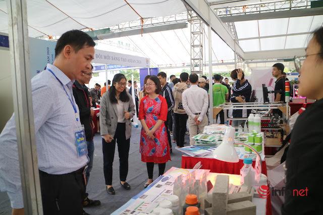 """Hơn 200 gian hàng tham gia triển lãm 'Kết nối công nghệ và Đổi mới sáng tạo năm 2020"""""""
