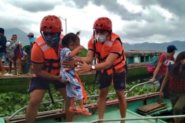 Siêu bão mạnh nhất thế giới Goni tấn công Philippines, sức gió 225 km/h