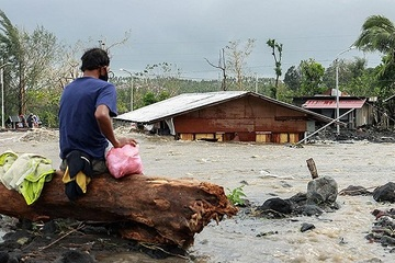 Bão Goni càn quét Philippines làm 16 người thiệt mạng, tiến vào Biển Đông, đe dọa miền Trung