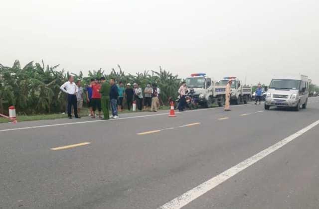 Ninh Bình: Xe máy va vào cột mốc lao xuống sông, 2 người tử vong