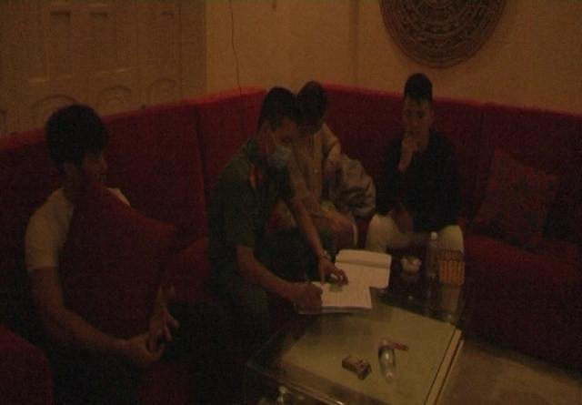 Huế: Kiểm tra đột xuất 1 nhà nghỉ, phát hiện 17 thanh niên dương tính với ma túy