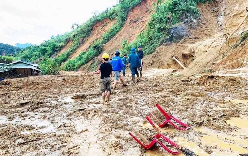Quảng Nam: Tạm dừng tìm kiếm 4 nạn nhân mất tích ở Phước Sơn để tránh bão