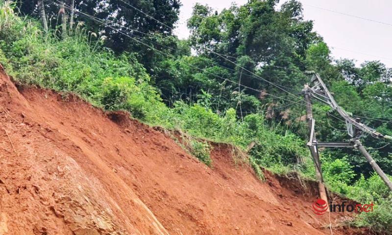 Nghệ An: Sạt lở nghiêm trọng trên quốc lộ 7A, đổ 2 cột điện cao thế