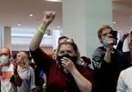 Ông Biden áp đảo ở Michigan, người ủng hộ Trump kéo tới điểm kiểm phiếu