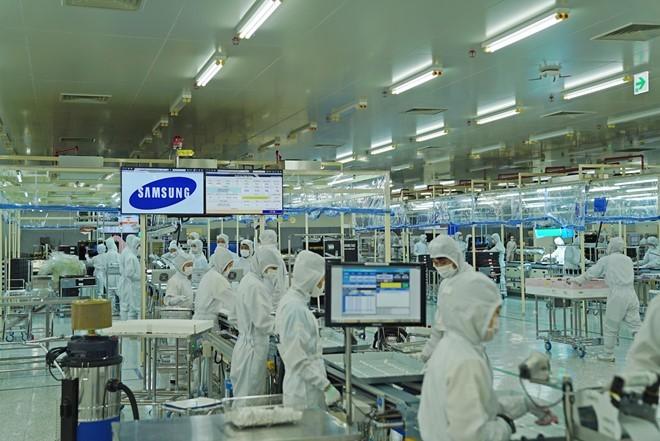 Xuất siêu lớn nhờ nhóm hàng công nghiệp giữ đà tăng trưởng tốt