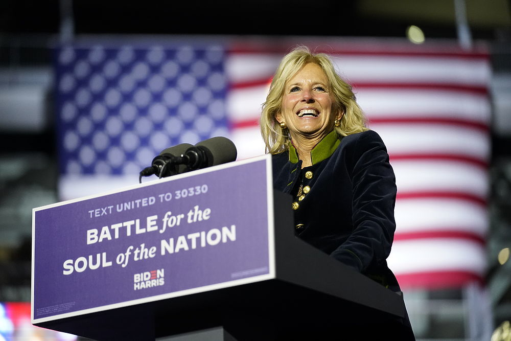 Điều đặc biệt về người phụ nữ 'đứng sau' ông Joe Biden