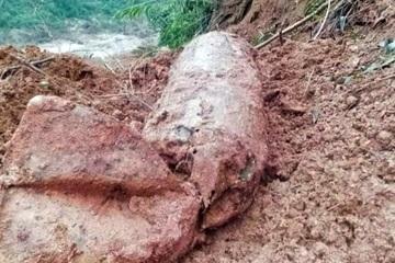 Phát hiện bom sau mưa lũ, Quảng Bình cấm đường trong 8 ngày để xử lý