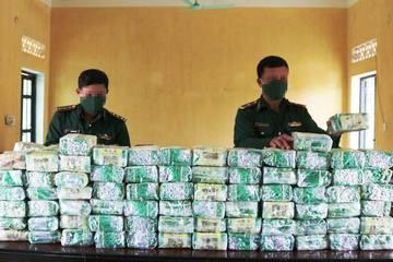 Thu giữ gần 100kg chất rắn nghi là ma túy đá ở biên giới Nghệ An