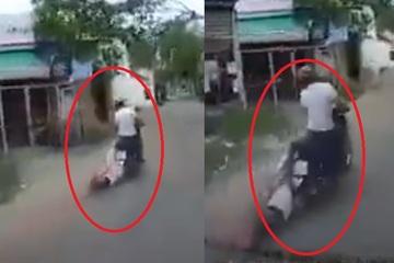 Rợn người xem clip cô gái bị xe máy kéo lê hàng trăm mét trên đường