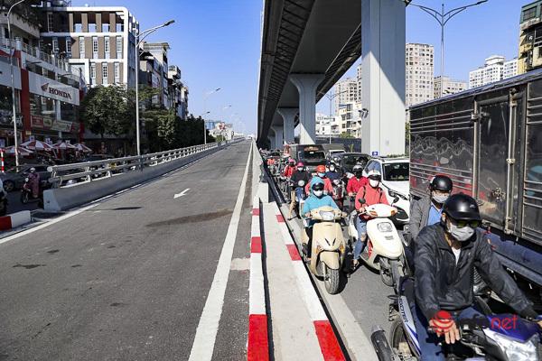 Hà Nội: Đường vành đai 2 trên cao thông xe, ùn tắc hơn ở nhiều hướng