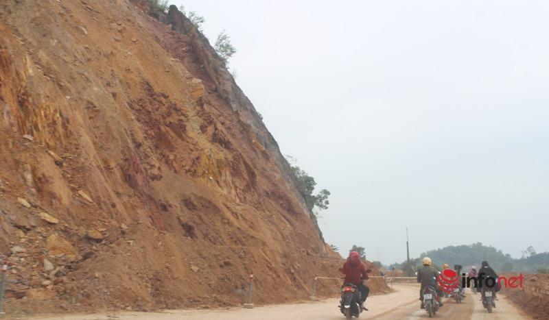 Nghệ An: Nổ mìn phá đá trên rú Nguộc để chống sạt lở