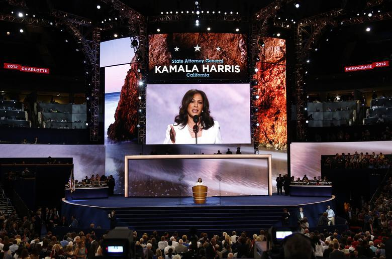 Kamala Harris, người phụ nữ của những lần đầu tiên