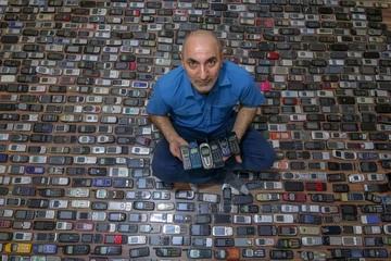 Choáng trước bộ sưu tập hơn 1.000 mẫu điện thoại di động cổ