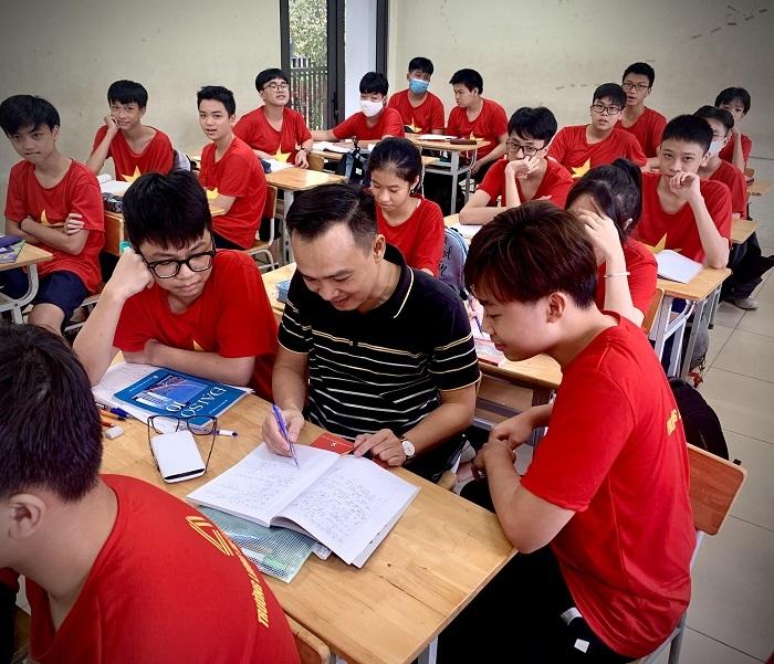 Thầy giáo Toán trường Lương Thế Vinh: 'Không giáo viên nào giàu lên vì những chiếc phong bì 20/11'