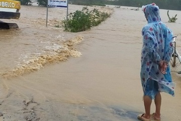 Mưa lớn uy hiếp dân cư lòng hồ thủy lợi Krông Pắk Thượng, Đắk Lắk