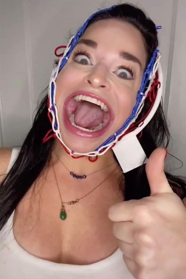 Người phụ nữ miệng rộng nổi tiếng khắp mạng xã hội
