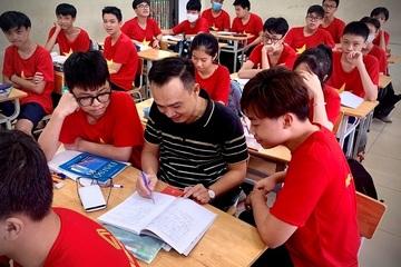 """Thầy giáo Toán trường Lương Thế Vinh: """"Không giáo viên nào giàu lên vì những chiếc phong bì 20/11"""""""