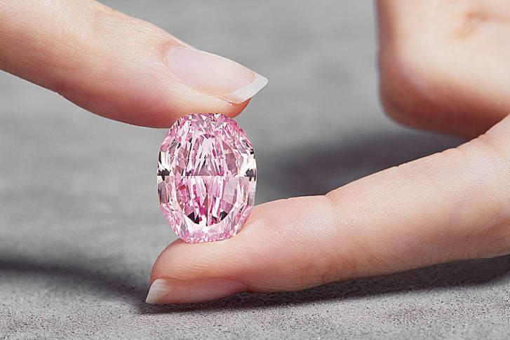 Viên kim cương hồng tím siêu hiếm giá 616 tỉ đồng