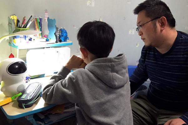 Phụ huynh 'nổi xung' với cô giáo chuyện bài tập về nhà của con