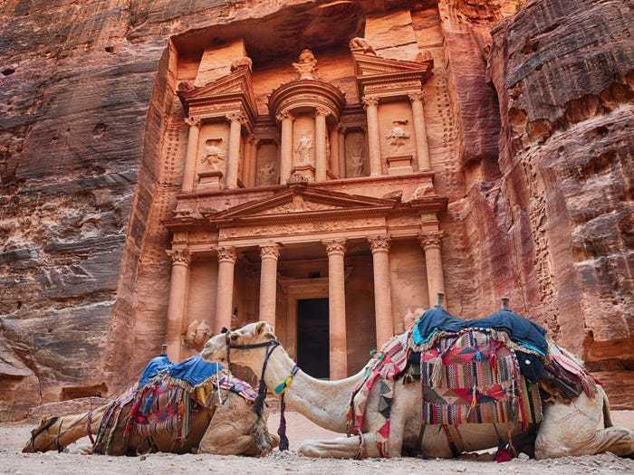 Độc đáo khách sạn dưới lòng đất ở giữa sa mạc Ả rập