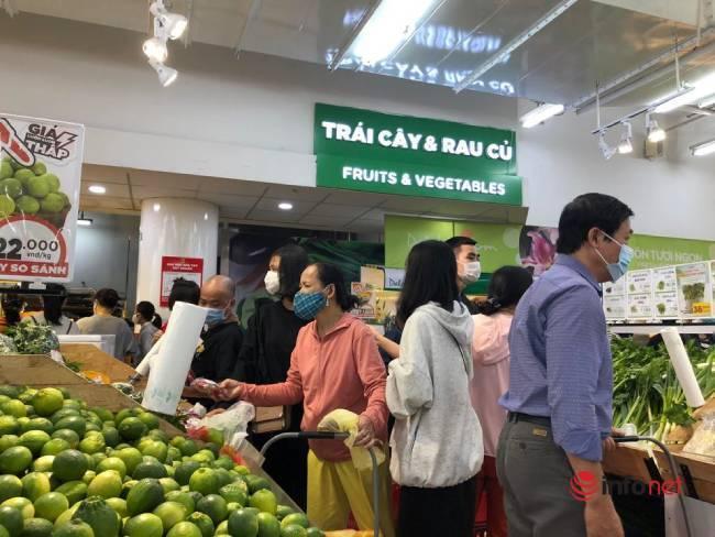 Người dân Đà Nẵng đổ xô mua thực phẩm dự trữ trước cơn bão số 13