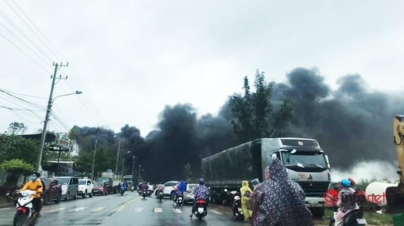 Quảng Nam: Cơ sở tái chế phế liệu bốc cháy ngùn ngụt