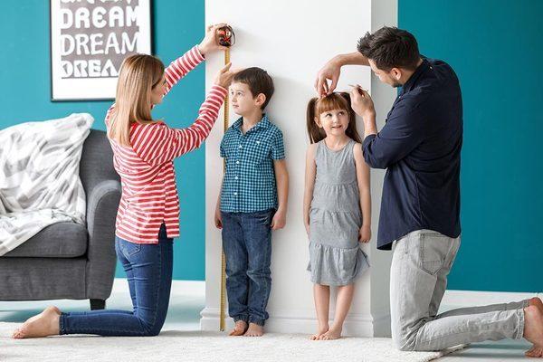 """Tăng trưởng chiều cao ở trẻ, cha mẹ phải """"giành giật"""" từng cm"""