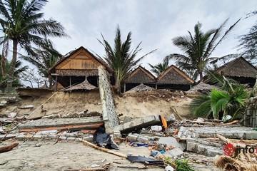 Hội An xơ xác sau bão 13, nhà cửa, hàng quán bị sóng đánh tan tác