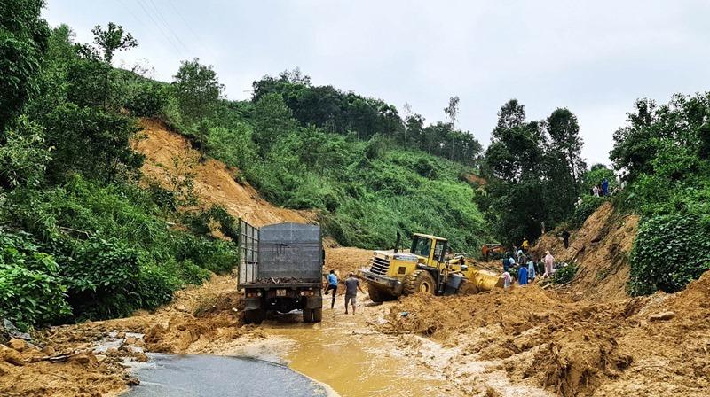 Tìm thấy một nạn nhân bị đất vùi lấp ở Quảng Nam