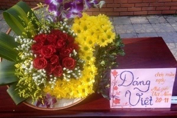 Tham khảo mẫu cắm hoa 20/11 đẹp với bài thuyết trình ý nghĩa