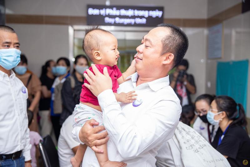 Điện Máy Xanh mang 'Tết sớm' đến với trẻ em hở hàm ếch