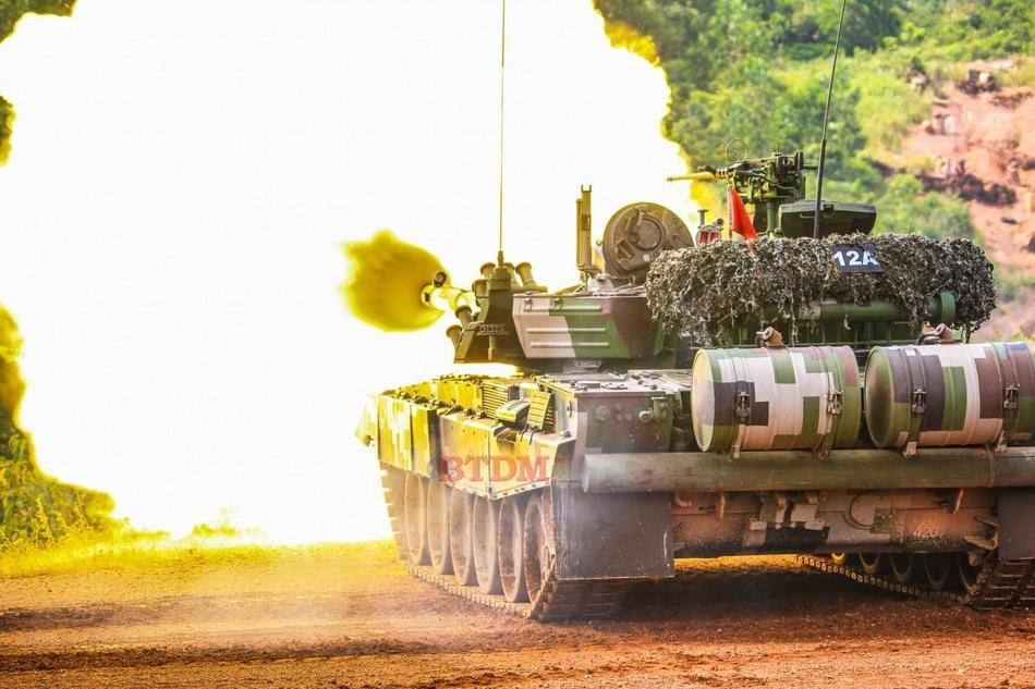 Mãn nhãn màn khai hỏa của 'vua tăng' PT-91M Pendekar Lục quân Malaysia