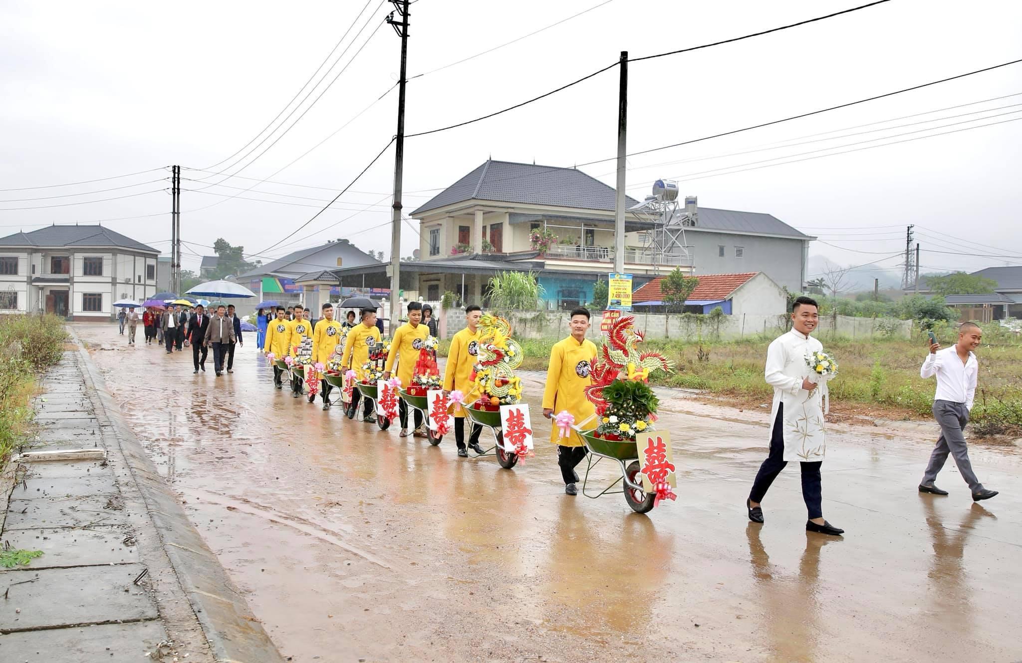 'Nổi bần bật' dàn xe rùa đưa tráp ở đám hỏi Thái Nguyên