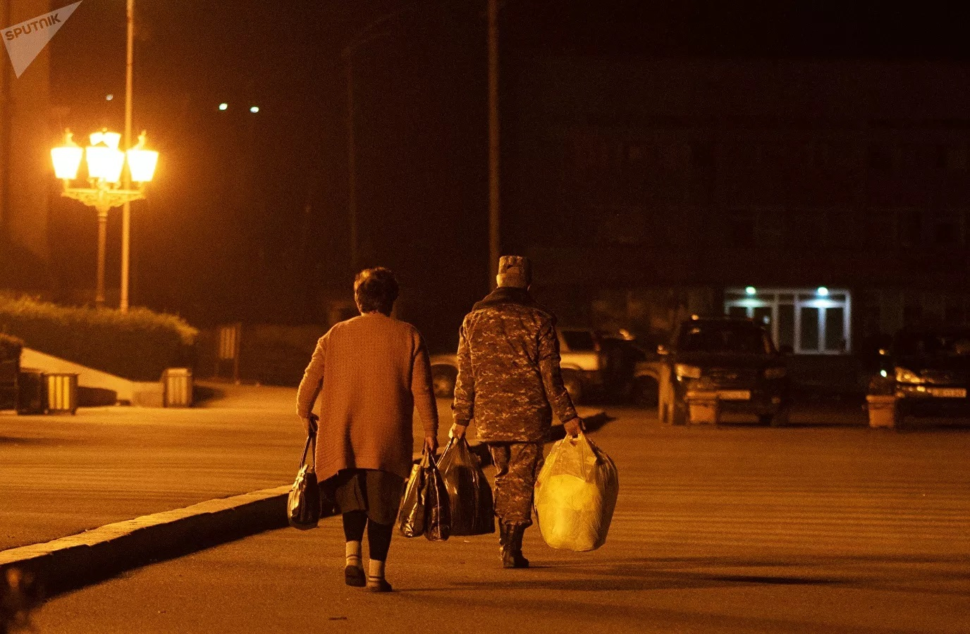 Hình ảnh cảm xúc về dòng người tị nạn trở về nhà ở Nagorno-Karabakh